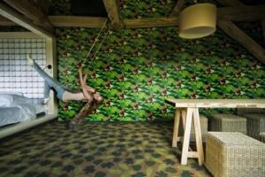 gerben-van-der-molen-kamer-30-suite-in-the-park-schommel-en