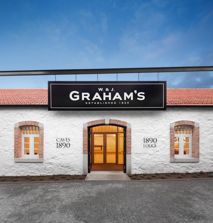 21-Graham-s-1890-Lodge-P-06-Atelier-Luis-Loureiro-Portugal-photo-Fernando-Guerra-yatzer